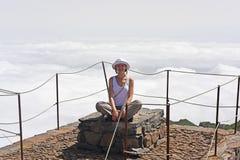 Jeune femme en nuages Photo stock