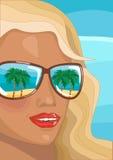 Jeune femme en vacances d'été Photos stock