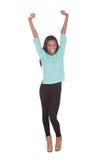 Jeune femme enthousiaste avec des bras augmentés images stock