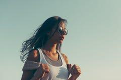 Jeune femme espagnole de hippie avec le sac à dos Images stock