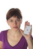 Jeune femme et carte de jeu Photographie stock libre de droits