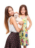 Jeune femme et enfant avec le chat Photo stock