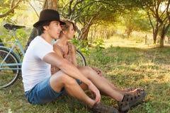 Jeune femme et homme avec rétro Images stock