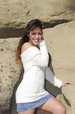 Jeune femme et roche Images stock