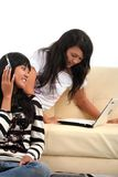 Jeune femme et technologie Photos stock