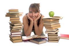 Jeune femme et une pile des livres Photos stock