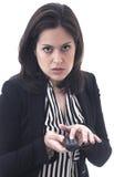 Jeune femme fâchée avec la TV à télécommande sur le blanc Photographie stock
