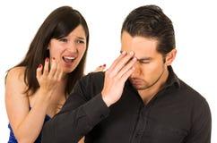Jeune femme fâchée criant au mari d'ami Photos libres de droits