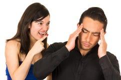 Jeune femme fâchée criant au mari d'ami Image libre de droits