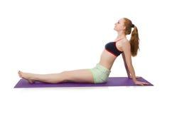 Jeune femme faisant des exercices de sport d'isolement Photographie stock libre de droits