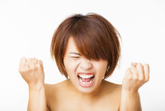 jeune femme fâchée et hurlement des cris Image stock