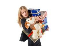 Jeune femme/fille jugeant les boîtes actuelles d'isolement sur le fond blanc Image stock