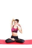 Jeune femme folâtre faisant des exercices Image stock