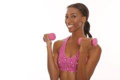 Jeune femme heureuse établissant et faisant des activités de forme physique Images stock