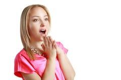 Jeune femme heureuse étonnée photographie stock libre de droits