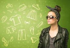 Jeune femme heureuse avec des icônes en verre et de vêtements sport Images stock