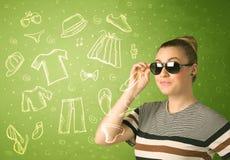 Jeune femme heureuse avec des icônes en verre et de vêtements sport Image libre de droits
