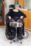 Jeune femme heureuse avec l'infirmité motrice cérébrale infantile photo stock