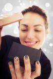 Jeune femme heureuse avec le cadeau pour le jour de valentines Photo stock