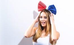 Jeune femme heureuse avec le ruban Photos libres de droits