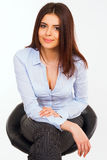 Jeune femme heureuse d'affaires dans la chemise bleue Photo libre de droits