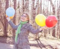 Jeune femme heureuse de mode de vie insouciant Images libres de droits