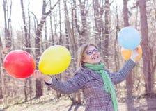 Jeune femme heureuse de mode de vie insouciant Photographie stock libre de droits