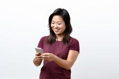 Jeune femme heureuse de sourire avec un sourire sûr Photo libre de droits