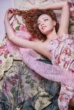 Jeune femme heureuse de sourire Maquillage Photographie stock libre de droits