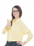 Jeune femme heureuse montrant un pouce vers le haut de signe photos libres de droits