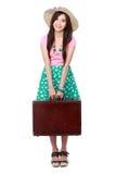 Jeune femme heureuse prête à partir en vacances Photographie stock libre de droits
