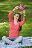 Jeune femme heureux avec des cadres de cadeau Photos libres de droits