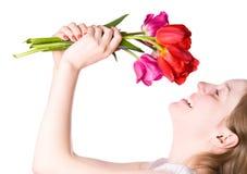 Jeune femme heureux avec des fleurs Image stock