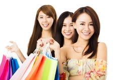 Jeune femme heureux avec des sacs à provisions Photo libre de droits
