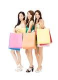 Jeune femme heureux avec des sacs à provisions Images libres de droits