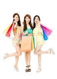 Jeune femme heureux avec des sacs à provisions Image stock