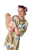 Jeune femme heureux avec un chat. Images stock