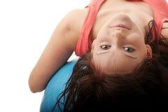 Jeune femme heureux faisant l'exercice de forme physique Images stock