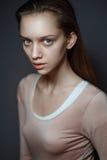 Jeune femme magnifique de brune Photographie stock libre de droits
