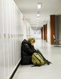 Jeune femme obtenant intimidée à l'école Photos stock