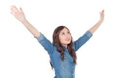 Jeune femme occasionnelle avec ses bras prolongés Image stock