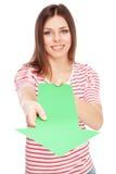 Jeune femme occasionnelle avec une flèche images stock