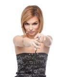 Jeune femme orientant un pistolet d'aerographe Images stock