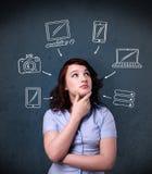 Jeune femme pensant avec les instruments tirés autour de sa tête Photos stock