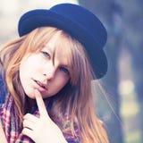 Jeune femme pensante Image stock