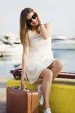 Jeune femme prête pour la croisière de mer Photographie stock