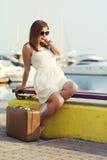 Jeune femme prête pour la croisière de mer Photo stock