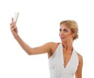 Jeune femme prenant le selfie Photos stock