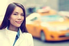 Jeune femme professionnelle urbaine New York d'affaires Image libre de droits