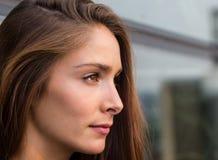Jeune femme réfléchie Photographie stock